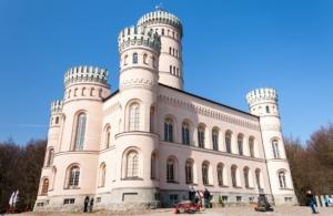 Das Jagdschloss ist eines der bekanntesten Gebäude Rügens.